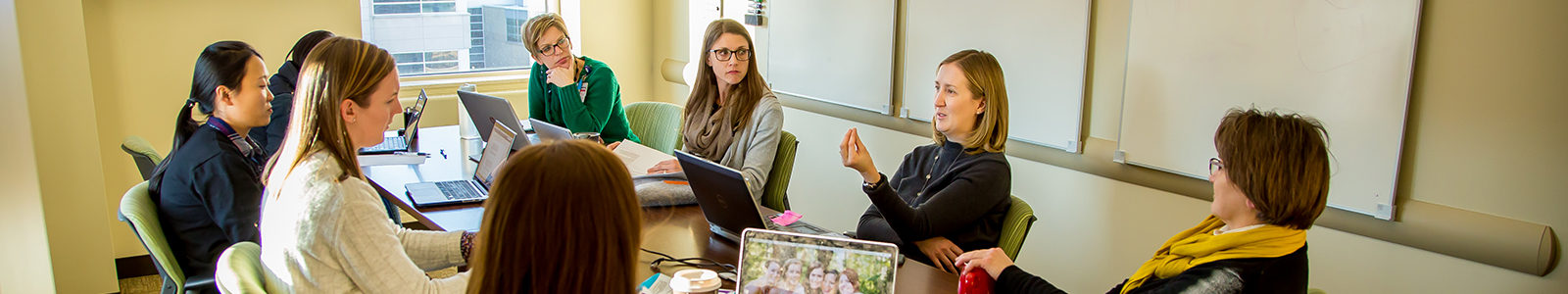Prof. Linsey Steege and Prof. Barbara King lead a research discussion with PhD students.