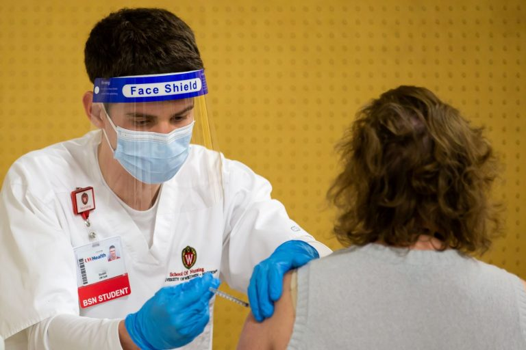 UW Madison School of Nursing BSN student gives COVID vaccination